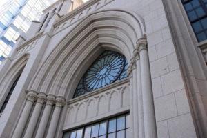 横浜指路教会のバラ窓