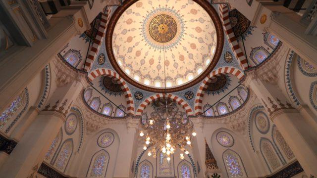 礼拝室の内部天井の様子